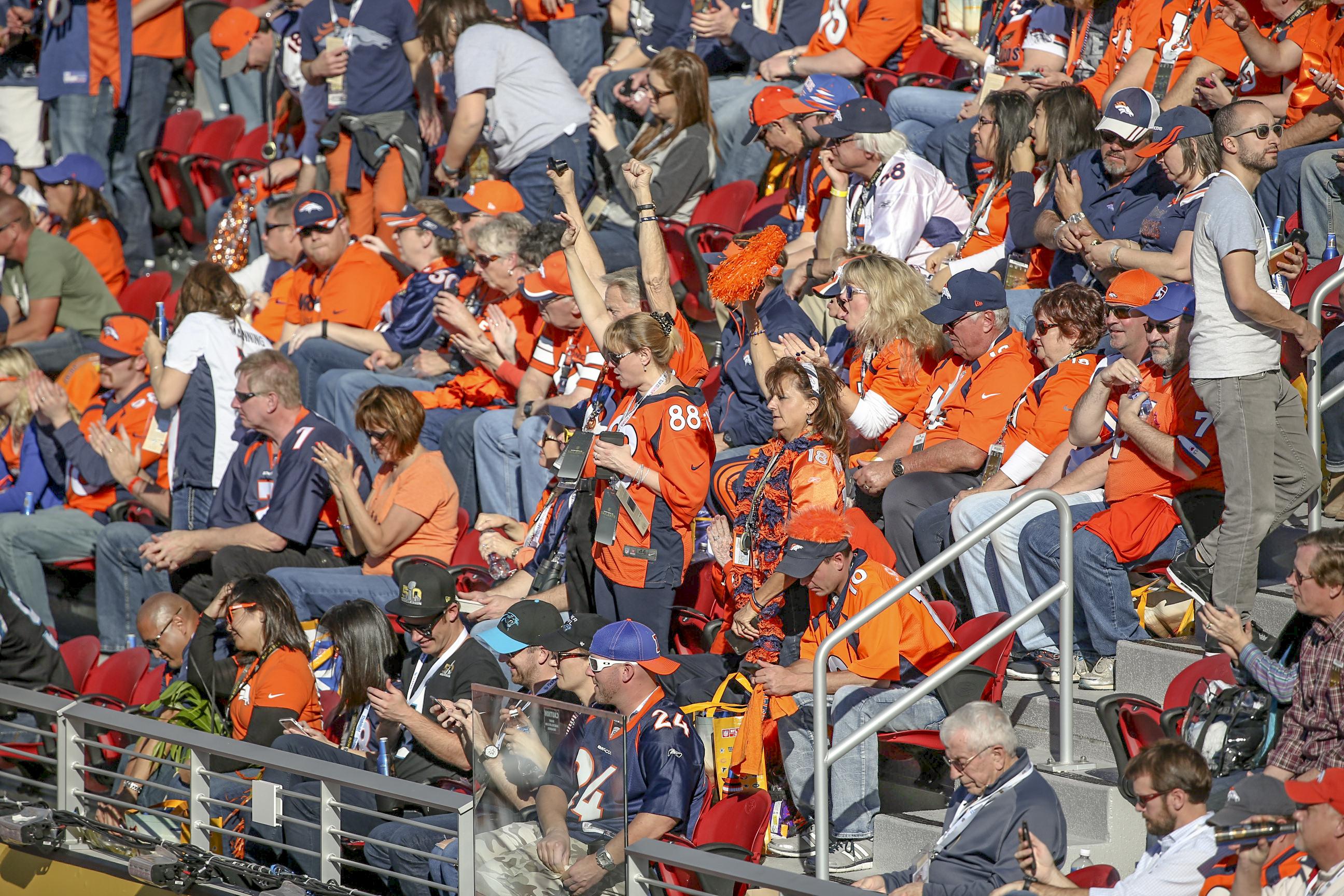 020716-Broncosfans-stands